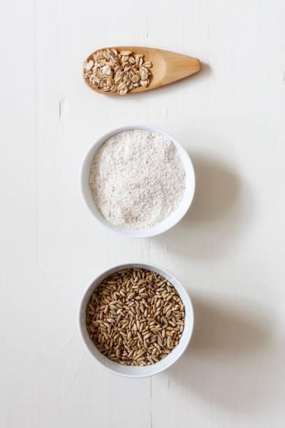 Rye flakes, rye flour and rye grains on white background:スマホ壁紙(壁紙.com)