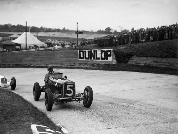 歴史「ERA and Maserati taking a corner in a race at Brooklands」:写真・画像(17)[壁紙.com]