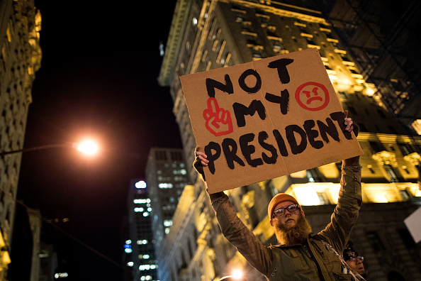 Drew Angerer「Anti-Trump Protesters Continue To Demonstrate Across The Country」:写真・画像(2)[壁紙.com]