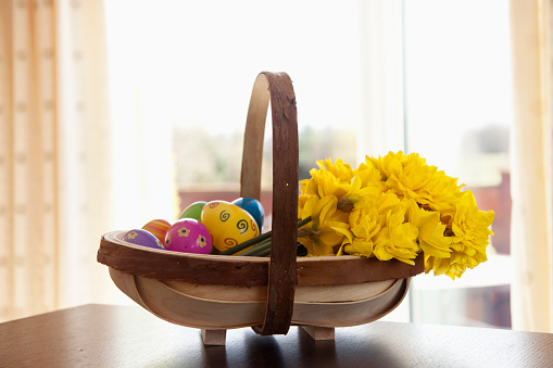 Easter Basket「A Basket Of Yellow Flowers And Plastic Easter Eggs; Northumberland England」:スマホ壁紙(16)
