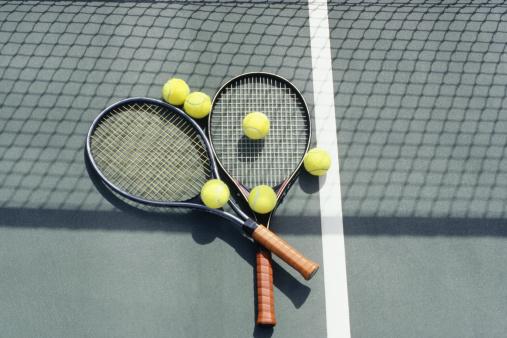 テニス「Tennis racquets and balls lying on court」:スマホ壁紙(15)