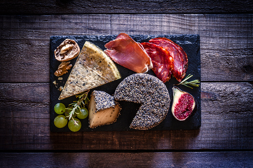 Buffet「Cheese and cold meat board on rustic wooden table」:スマホ壁紙(5)