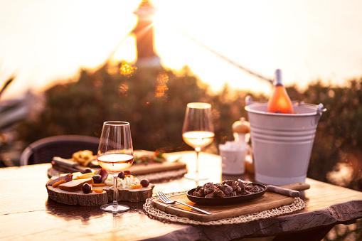 Weekend Activities「Cheese and wine platter」:スマホ壁紙(18)
