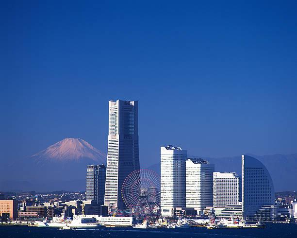 横浜の風景をバックに現れる富士山のまとめ:2006年04月18日(壁紙.com)