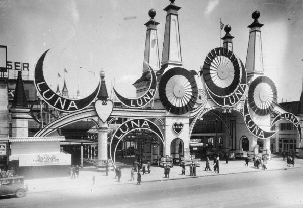 Traveling Carnival「Luna Park」:写真・画像(6)[壁紙.com]