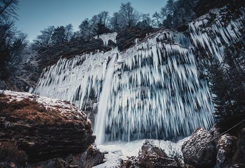 Awe「Frozen Pericnik Waterfall On A Cold Morning」:スマホ壁紙(1)