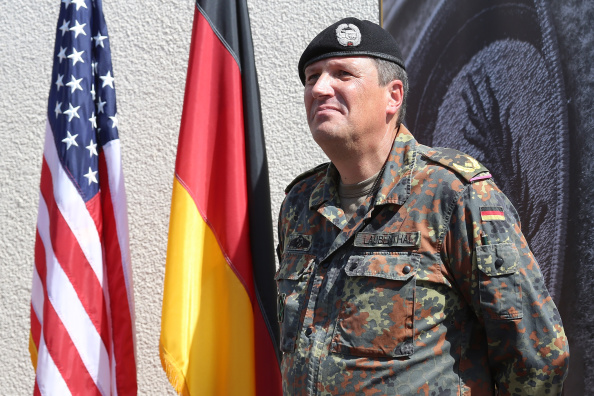 Wiesbaden「German General Becomes U.S. Army Europe Chief Of Staff」:写真・画像(17)[壁紙.com]