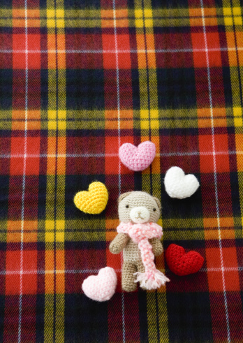 Tartan check「Knit hearts and knitted stuffed toy」:スマホ壁紙(9)