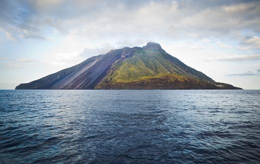 Volcanic Landscape「Stromboli」:スマホ壁紙(1)