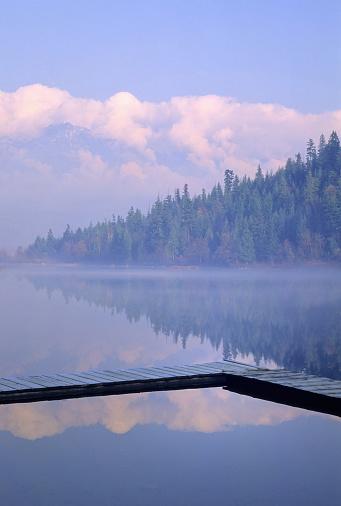 Pemberton「One Mile Lake, Near Pemberton, Bc In Early Morning Mist」:スマホ壁紙(16)