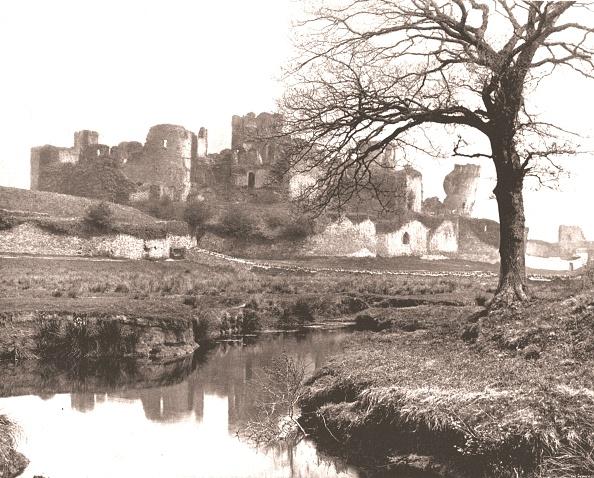 Outdoors「Caerphilly Castle」:写真・画像(6)[壁紙.com]