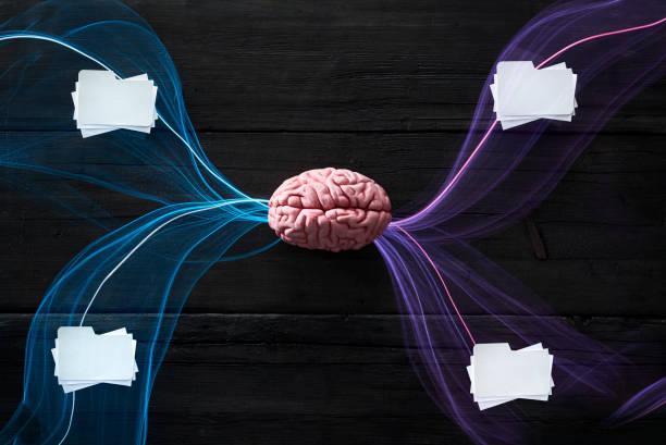 Brain and light waves symbolizing data flow:スマホ壁紙(壁紙.com)