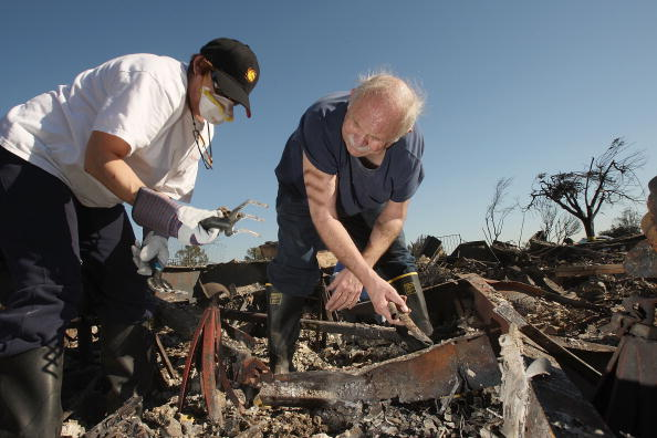 Threats「Residents Return To Mobile Home Park Devastated By So Cal Fires」:写真・画像(15)[壁紙.com]