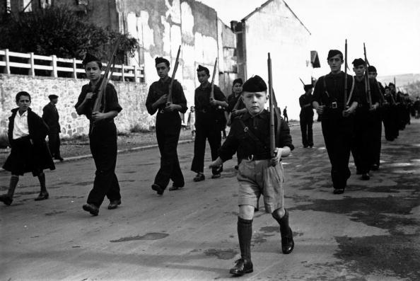 Black Shirt「Fascist Children」:写真・画像(0)[壁紙.com]