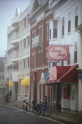 Candy Store「Storefronts on historic Mackinac island」:スマホ壁紙(14)