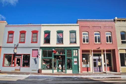 Colorado「Storefronts along street, winter」:スマホ壁紙(10)