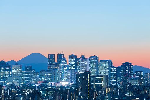 富士山「夕暮れ時の東京の街並み」:スマホ壁紙(3)