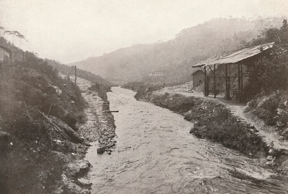 Riverbank「Pirahy Diversion: View Down-Stream From Outlet Of Tunnel 1914」:写真・画像(13)[壁紙.com]