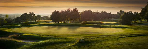 backlit golf course with no golfers:スマホ壁紙(壁紙.com)