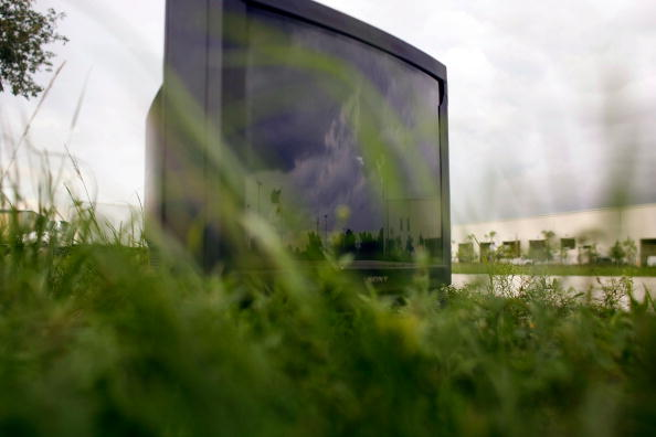 Clock Hand「Analog Televisions Get Phased Out As US Prepares For Digital TV Conversion」:写真・画像(7)[壁紙.com]