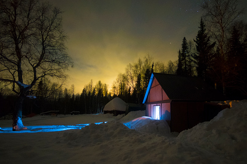 Russia「Light glowing in remote barn in winter」:スマホ壁紙(15)