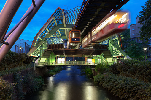Monorail「Wuppertal Suspension Railway in Germany lit up at night」:スマホ壁紙(17)