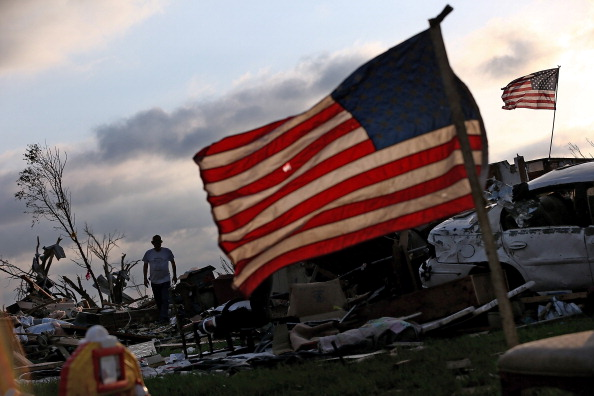 Recovery「Moore Continues Slow Recovery One Week After Massive Tornado Hits」:写真・画像(2)[壁紙.com]