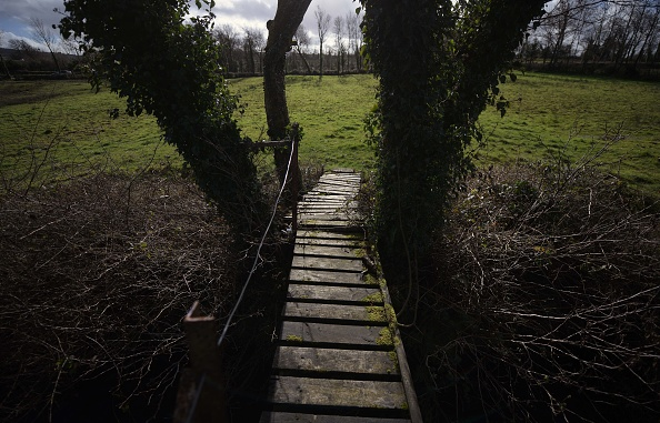 Footbridge「Border Ghosts: Relics Of The Irish Divide」:写真・画像(10)[壁紙.com]