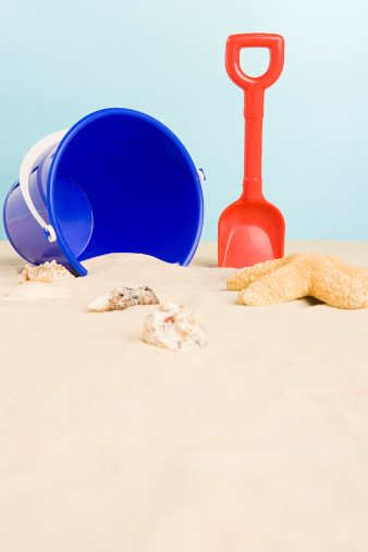 Sand Pail and Shovel「Bucket and spade on beach」:スマホ壁紙(6)