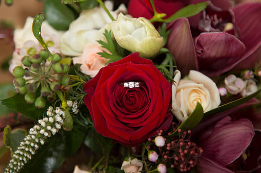 Married「wedding bouquet with engagement ring」:スマホ壁紙(17)