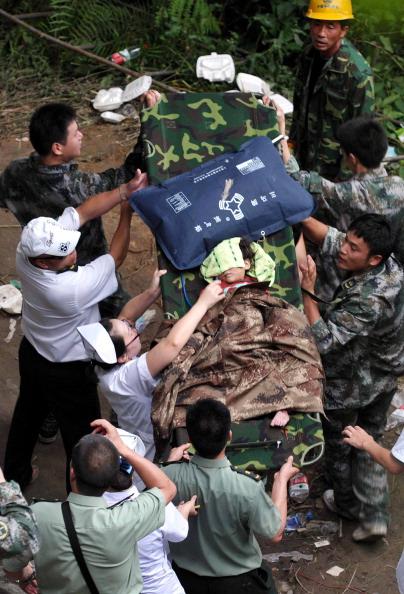 VCG「Death Toll Rises Following China Train Crash」:写真・画像(7)[壁紙.com]