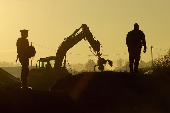 Calais「Large Scale Demolition Of The Calais Migrant Camp Begins」:写真・画像(7)[壁紙.com]