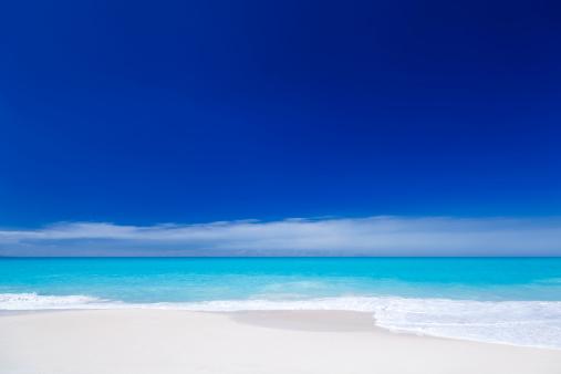 海「すっきりしたホワイトのカリブ海のビーチ、ブルースカイ」:スマホ壁紙(15)
