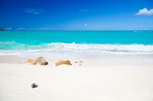 ビーチ「すっきりしたホワイトのカリブ海のビーチとターコイズ色の水」:スマホ壁紙(15)