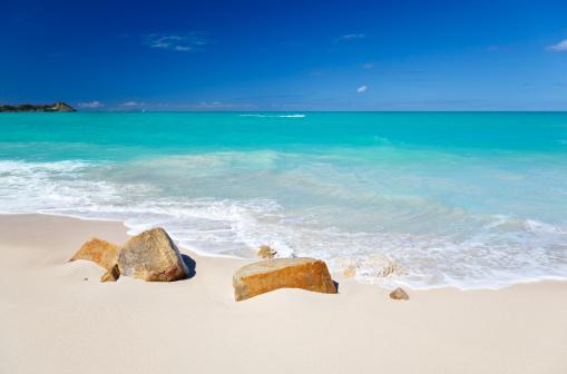 リーワード諸島 アンティグア「すっきりしたホワイトのカリブ海のビーチとターコイズ色の水」:スマホ壁紙(16)