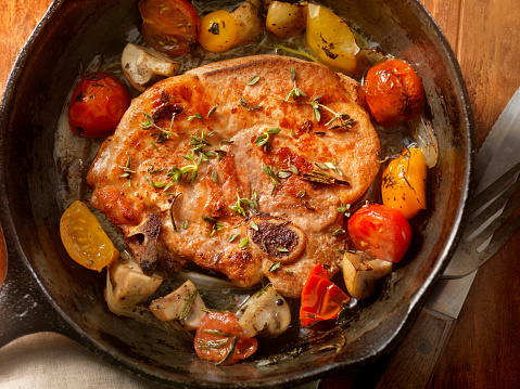 Cast Iron「Pork Loin Chops with Tomatoes and Mushrooms」:スマホ壁紙(5)