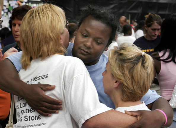 Protection「Shelters For Katrina Victims Relocated To Houston」:写真・画像(2)[壁紙.com]