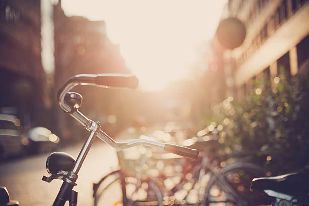 Bicycle leaning:スマホ壁紙(壁紙.com)