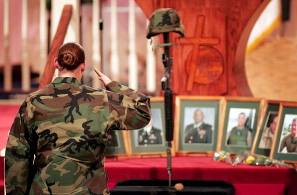 Misfortune「Mourners Remember Soldiers Killed In Ft. Hood Helicopter Crash」:写真・画像(18)[壁紙.com]