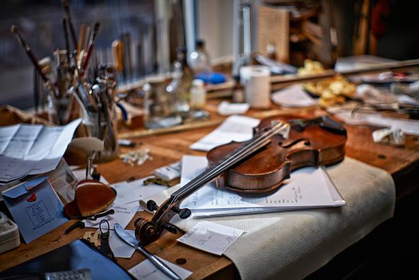 Tools and damaged instruments in a violin maker's workshop:スマホ壁紙(壁紙.com)