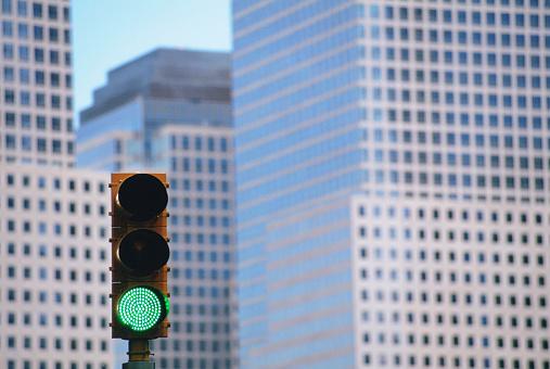 Stoplight「Green Traffic Light and World Financial Center」:スマホ壁紙(0)