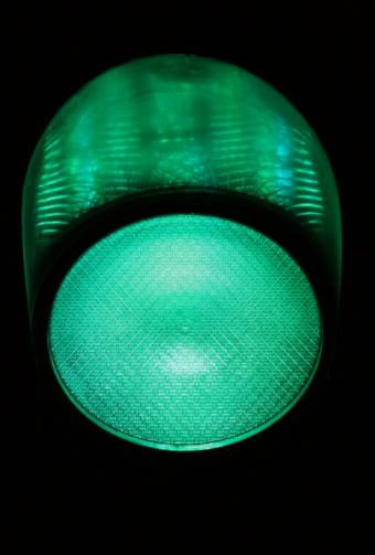 Stoplight「Green traffic light at night, close-up」:スマホ壁紙(7)