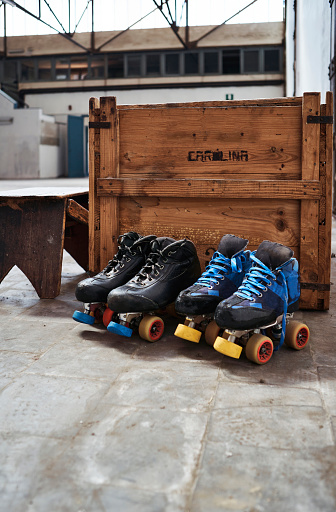 Roller skate「Roller skates against wooden box on sports court」:スマホ壁紙(8)