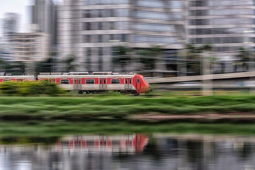 Electric train「Fast moving urban red train」:スマホ壁紙(8)