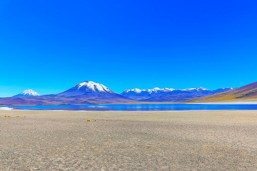Andean Highlands「Lagunas Miñiques and Miscanti - Lakes and snowcapped Volcanoes mountains - Turquoise lakes and Idyllic Atacama Desert, Volcanic landscape panorama – San Pedro de Atacama, Chile, Bolívia and Argentina border」:スマホ壁紙(14)