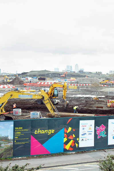 2012 Summer Olympics - London「Olympic construction site and hoardings, Stratford, looking South towards Canary Wharf and Canning Town, London, UK, 2008」:写真・画像(17)[壁紙.com]
