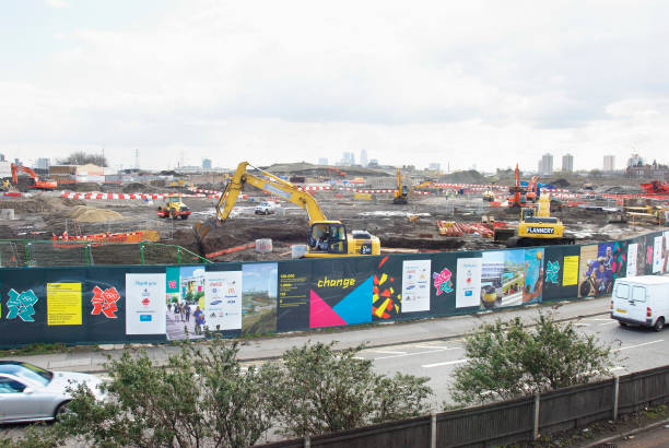 Olympic construction site and hoardings, Stratford, looking South towards Canary Wharf and Canning Town, London, UK, 2008:ニュース(壁紙.com)