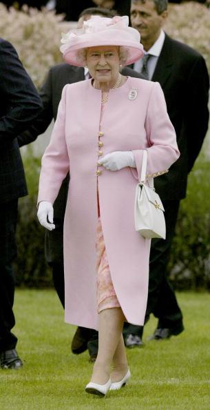 Steve Finn「Queen Elizabeth At Guards Polo」:写真・画像(13)[壁紙.com]
