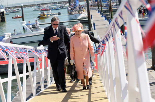 White Glove「Queen Elizabeth II Visits The Isle Of Wight And New Forest」:写真・画像(7)[壁紙.com]