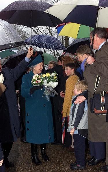 Bouquet「Queen Elizabeth II Plants A Tree」:写真・画像(10)[壁紙.com]
